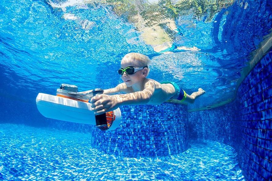 SUBLUE WhiteShark MixPro 水中スクーター | 効率的なバッテリー駆動時間とマニュアルいらずの操作性