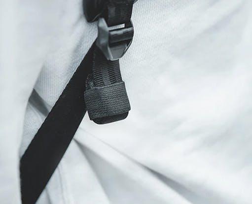 PGYTECH OneGo BackPack(ワンゴー バックパック)    余分なストラップは畳んで収納