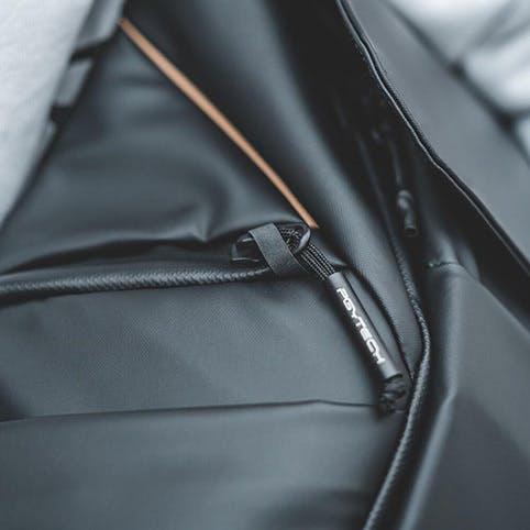 PGYTECH OneGo BackPack(ワンゴー バックパック)    アウターには簡易ロックが可能な YKK® 製止水ファスナーを使用