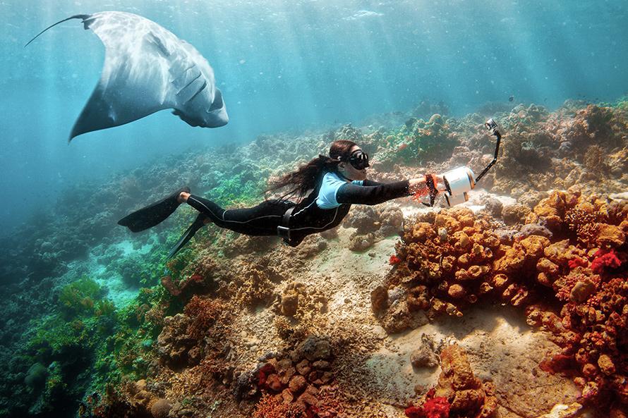 SUBLUE WhiteShark MixPro 水中スクーター | 水中でセルフィーを撮影