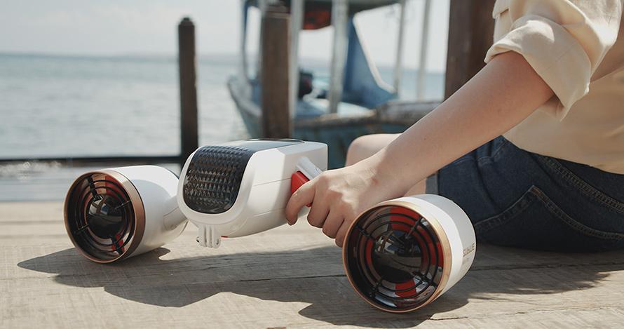 SUBLUE WhiteShark MixPro 水中スクーター | 飛行機の機内持ち込みが可能なリチウムバッテリーを採用。※各航空会社のルールに従い、持ち込みをしてください。